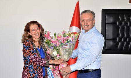 Üniversitemiz Sağlık Bilimleri Fakültesi Dekanlığına Prof. Dr. Nadiye Özer Atandı.