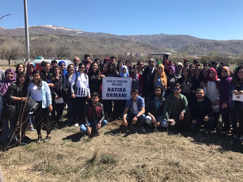 Öğrencilerimiz 170 Sedir Fidanını Toprakla Buluşturdu