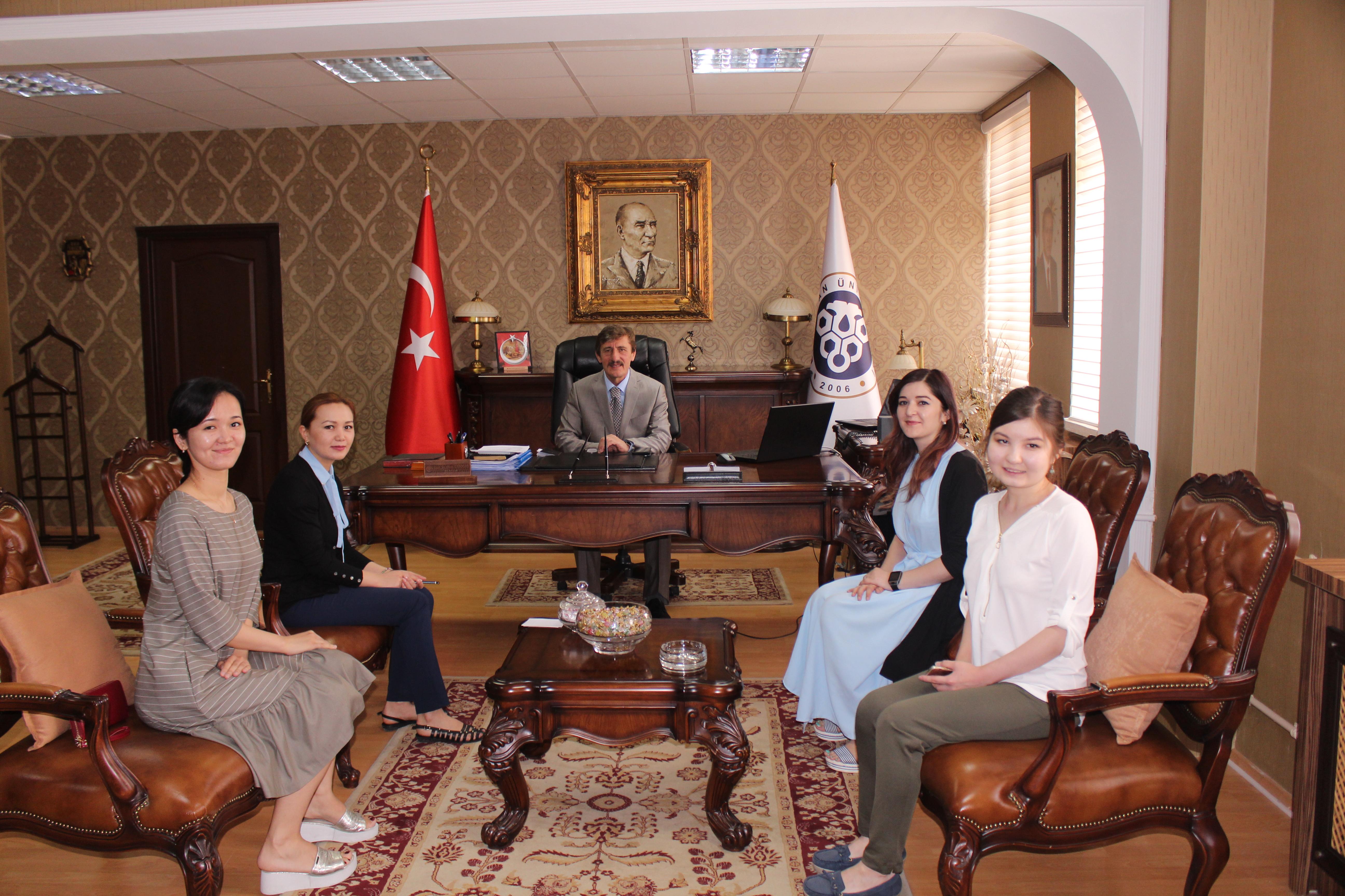 Kazak Tıp Öğrencilerinden Rektörümüze Ziyaret