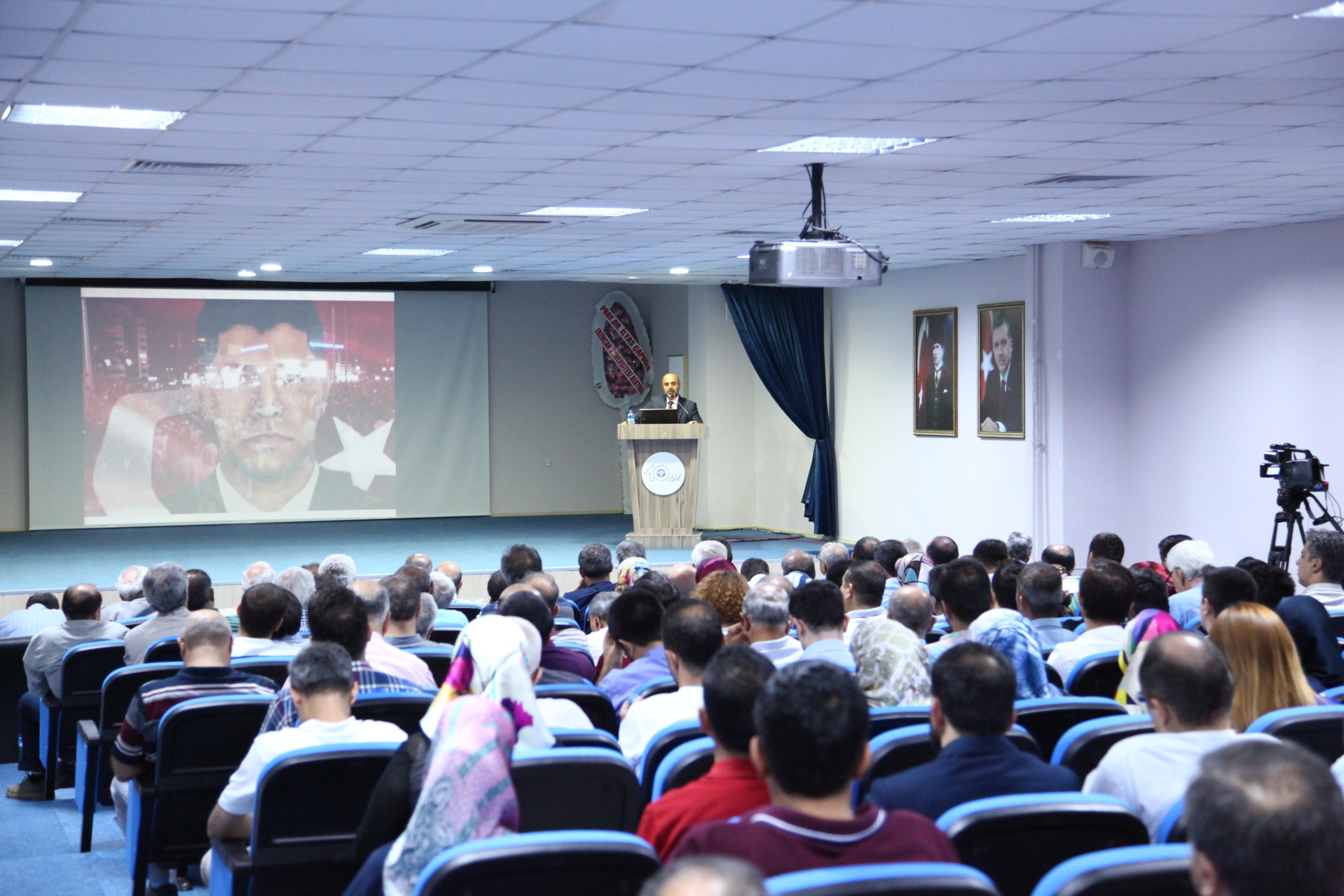 "Üniversitemizde ""Darbeler ve Demokrasi"" Konferansı"