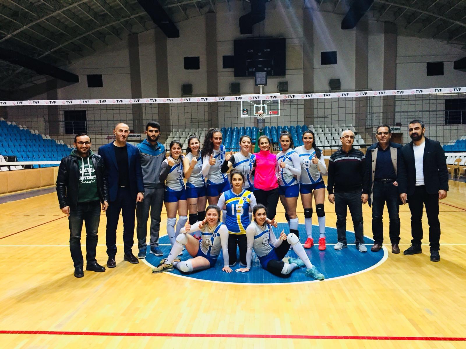 Voleybol Grup Müsabakalarına Erzincan Üniversitesi Damgası