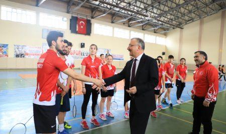 Rektörümüzden Erzincan Badminton Takımına Destek Ziyareti