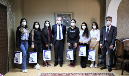 Azerbaycanlı Tıp Öğrencilerinden Rektörümüze Ziyaret